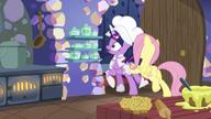 S07E20 Fluttershy zmusza Twilight do wyjścia z kuchni