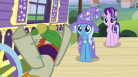 Sunburst wearing a false hoof S7E24