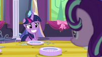 Twilight giving Starlight a fake smile S06E06