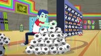 Rainbow Dash's boss stacking soccer balls SS14