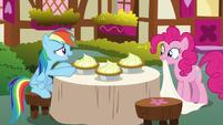 Rainbow thanks Pinkie for lemon meringue pies S7E23