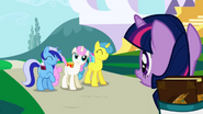 1000px-Twilight Sparkle gets invited to a party S1E01