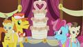S05E09 Rodzina Cake przy torcie