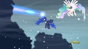 S06E02 Celestia i Luna walczą z chmurami.png