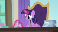 Twilight makes paper swan from a napkin S9E20