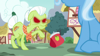 Granny Smith tosses her purse at Trixie S7E2