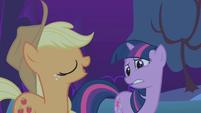 Applejack insists on accompanying Twilight S1E02