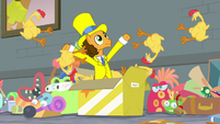 Cheese pops out of box with rubber chickens S9E14