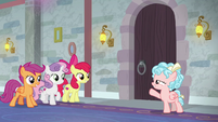 Cozy Glow asks CMC for cleaning help S8E26