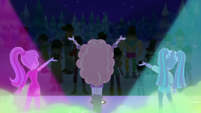 Dazzlings sing to an emotionless crowd EGDS48