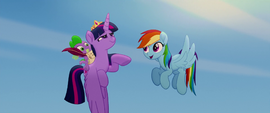 """Rainbow sings """"we got this together"""" to Twilight MLPTM"""