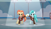 Shimmy and Lighthoof dancing in sync S9E15