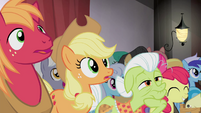 The Apples watching S4E20