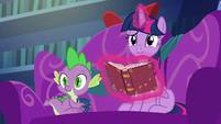 Twilight and Spike look at Starlight S6E8