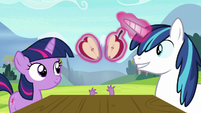 Young Twilight and Shining split an apple S9E4