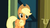 Applejack listening S3E4