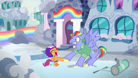 Bow Hothoof surprised by Scootaloo's hoofshake S7E7