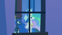 Celestia and Luna at a palace window S4E25
