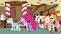 Pinkie Pie stops Rainbow's spinning S5E21