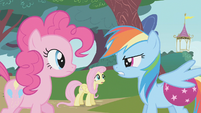 Rainbow Dash blames Pinkie Pie for making her drop the ball S1E07