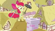 S02E06 Apple Bloom czyści komin