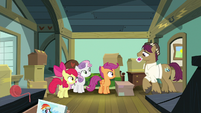 Snap Shutter enters Scootaloo's room S9E12