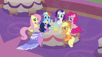 Twilight sits exhausted at her friends' table S9E26