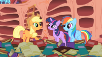 """Applejack """"And Rainbow Dash here's the only pony to ever pull it off!"""" S1E16"""