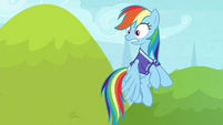 Rainbow sees Rarity still not paying attention S8E17