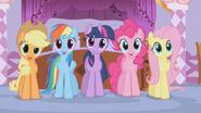 S01E14 Kucyki patrzą na sukienki
