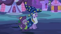 Spike thinks Applejack is praising his costume S2E04