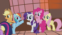 Twilight's friends looking at her S5E9