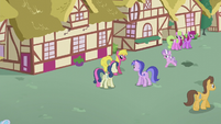 Diamond gallops through Ponyville thoroughfare S5E18