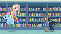 Rainbow Dash flies away from Martingale S9E21