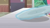 Empty ice cream tray gets levitated away S7E6