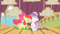 Apple Bloom accidentally hits Sweetie Belle S4E05