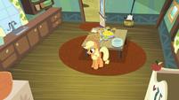 Applejack alone in the kitchen S5E4