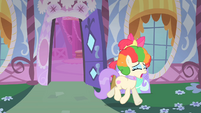 Frou Frou crying about her clown mane S1E18