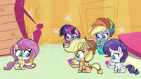 Main ponies looking at squishy cubes PLS1E3b