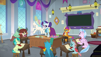 Rarity teaching students about dresses S8E1