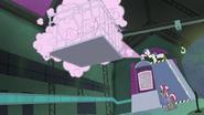 S04E06 Spryskiwanie Superkucyków paraliżującym sprayem