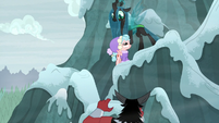 Chrysalis and Cozy Glow showing teamwork S9E8