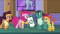 S06E12 Pinkie Pie i Saffron Masala znajdują dwóch klientów