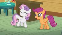 Scootaloo and Sweetie wave to Princess Luna S5E4
