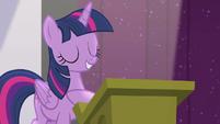 Twilight --is in good hooves-- S5E25
