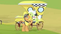 Cabbie pony helps Granny into the taxi S4E17