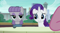 Rarity looking at Maud nervously S6E3