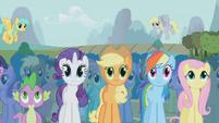 S01E06 Główne postacie patrzą na przedstawienie Trixie