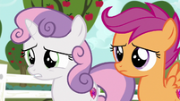 Sweetie Belle asks Gabby why she's running away S6E19