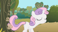 Sweetie Belle sweeping and humming S01E18